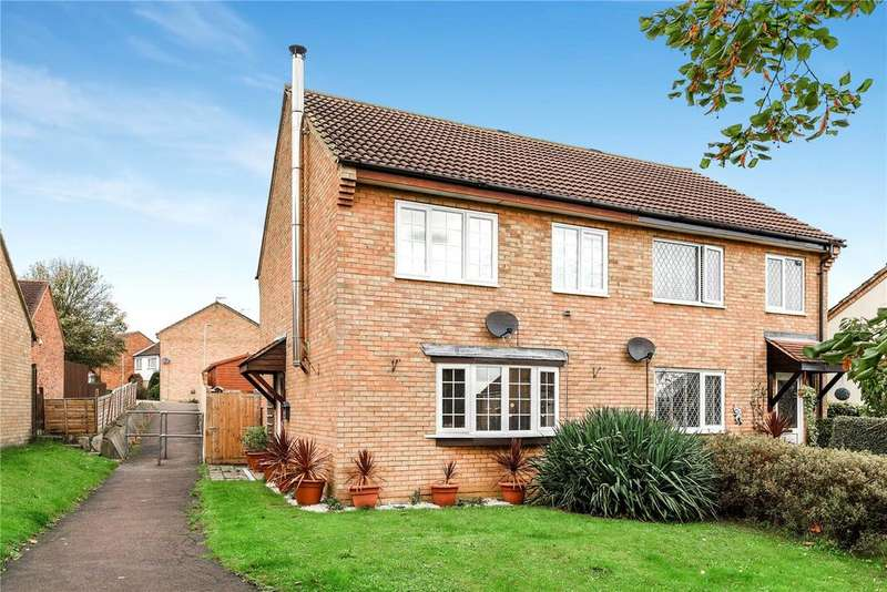3 Bedrooms Semi Detached House for sale in Christie Close, Newport Pagnell, Buckinghamshire