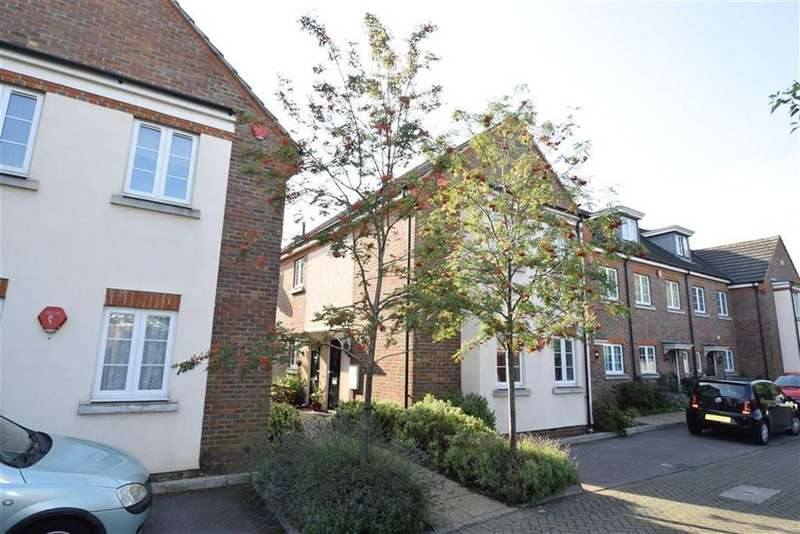 2 Bedrooms Maisonette Flat for sale in Christie Court, West Watford, Herts