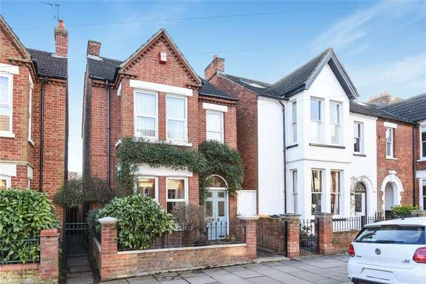 4 Bedrooms Detached House for sale in Castle Road, Bedford