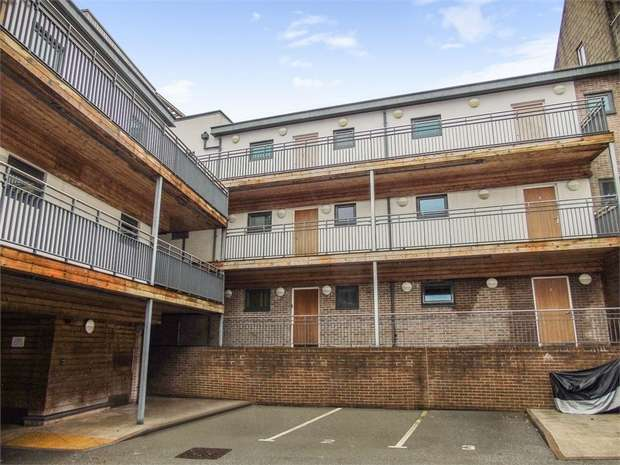 1 Bedroom Flat for sale in South Street, St Austell, Cornwall