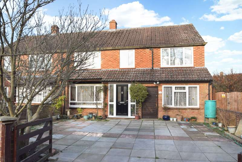 4 Bedrooms Semi Detached House for sale in Wyndham Crescent, Burnham, SL1