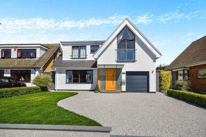5 Bedrooms Detached House for sale in Thorpe Bay, Essex