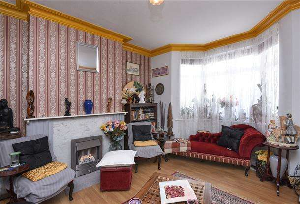 3 Bedrooms Semi Detached House for sale in Buxton Road, THORNTON HEATH, CR7