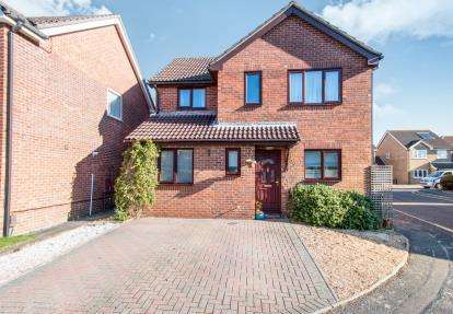 4 Bedrooms Detached House for sale in Castledean, Bournemouth, Dorset