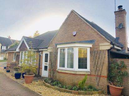 3 Bedrooms Bungalow for sale in Bugloss Walk, Bicester, Oxfordshire