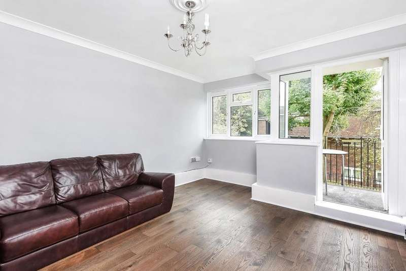 3 Bedrooms Flat for sale in Thursley Gardens, Southfields