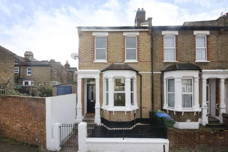 3 Bedrooms End Of Terrace House for sale in Troughton Road London SE7