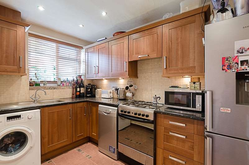 3 Bedrooms Terraced House for sale in Lansdell Road, Mitcham, Surrey, CR4