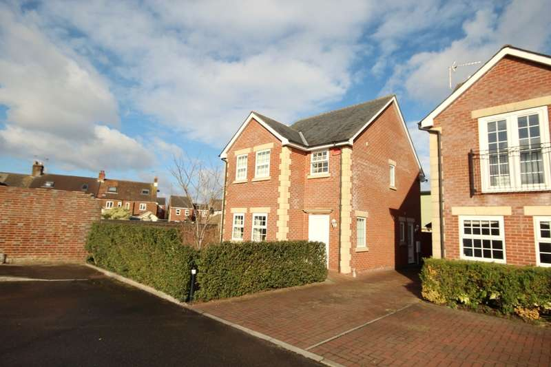 3 Bedrooms Detached House for sale in Monmouth Close, Ringwood, BH24