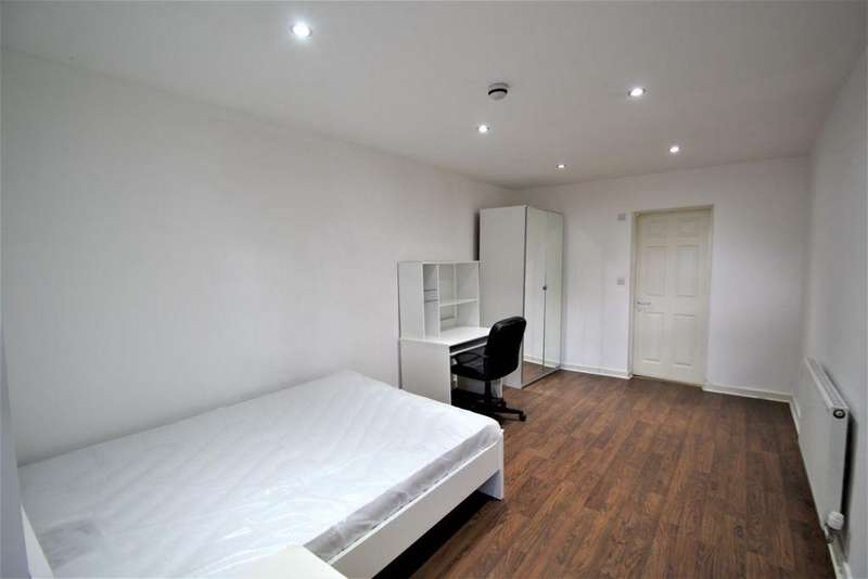 1 Bedroom Apartment Flat for rent in St Johns Terrace, Hyde Park, Leeds, LS3 1DY