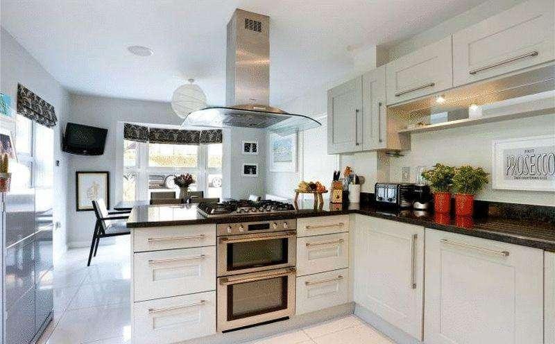 4 Bedrooms Terraced House for sale in Cranwells Lane, Farnham Common, Buckinghamshire SL2