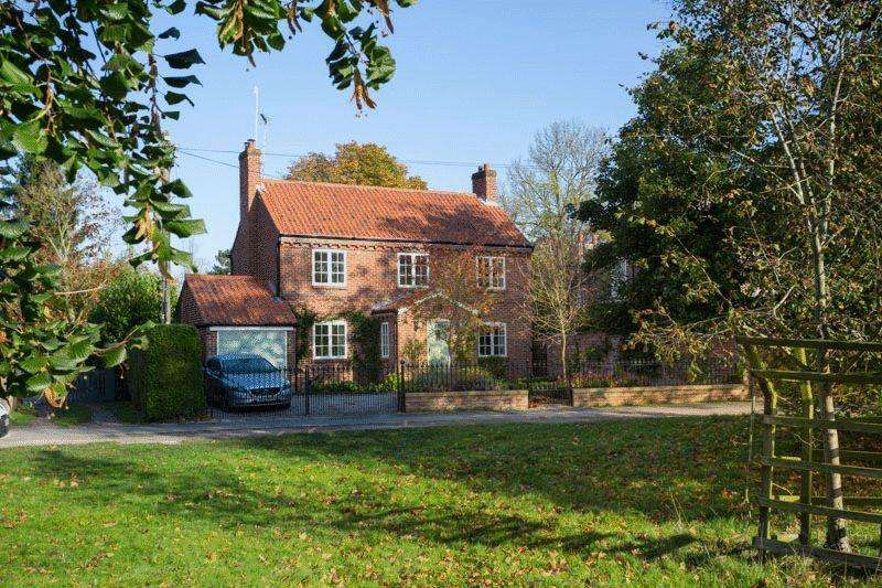 4 Bedrooms Detached House for sale in Vicarage Cottage, The Green, Nun Monkton, York YO26 8ER