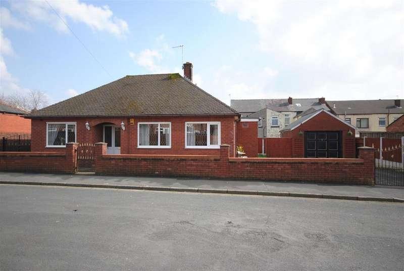3 Bedrooms Detached Bungalow for sale in Delegarte Street, Ince, Wigan