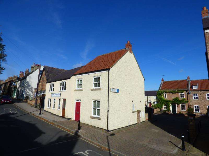 3 Bedrooms Town House for sale in FLORENTINES COURT, ALLHALLOWGATE, RIPON, HG4 1WB