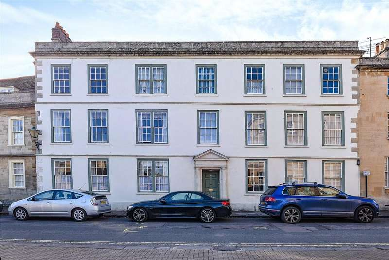 2 Bedrooms Flat for sale in St. Mary Street, Chippenham, Wiltshire