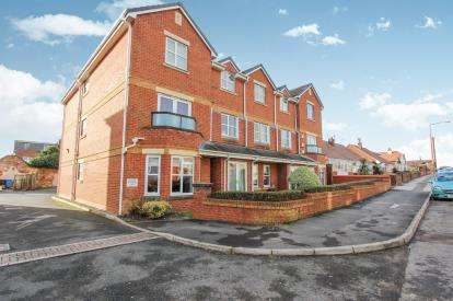 2 Bedrooms Flat for sale in St. Andrews Gate, St. Andrews Road North, Lytham St. Annes, Lancashire, FY8