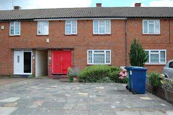 4 Bedrooms Terraced House for sale in Meadfield, Edgware HA8