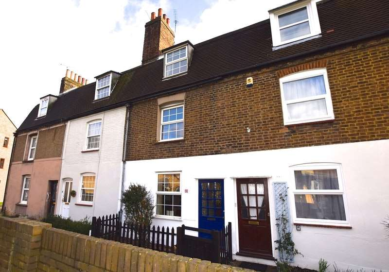 3 Bedrooms Terraced House for sale in Bentley Street, Gravesend, Kent, DA12