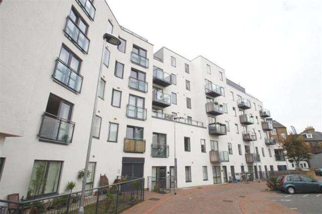 2 Bedrooms Flat for rent in Forest Hill