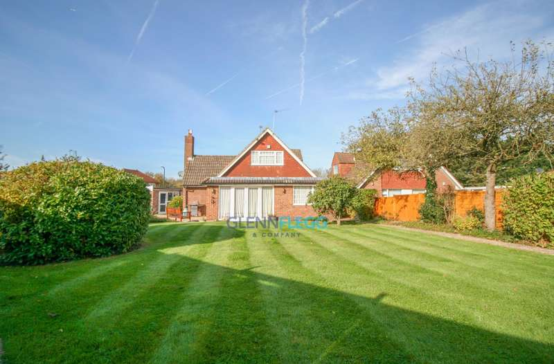 4 Bedrooms Detached Bungalow for sale in Farnham Lane, OPEN HOUSE SAT 24TH Feb 14:00 - 14:45, Book Now!