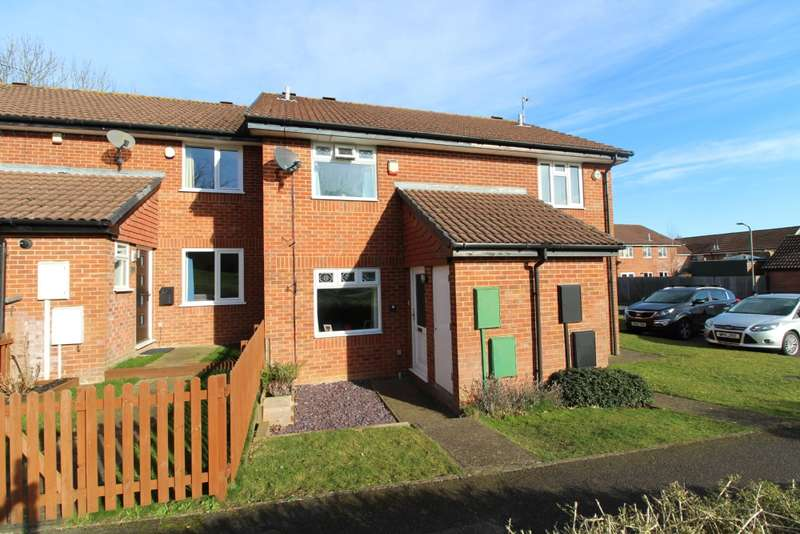 2 Bedrooms Terraced House for sale in Burgess Gardens, Newport Pagnell, Buckinghamshire