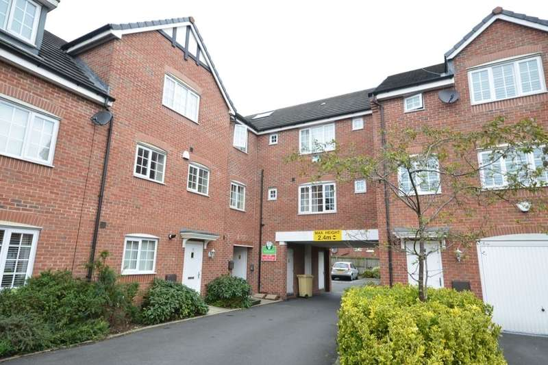 2 Bedrooms Flat for rent in Reed Close, Farnworth, Bolton, BL4