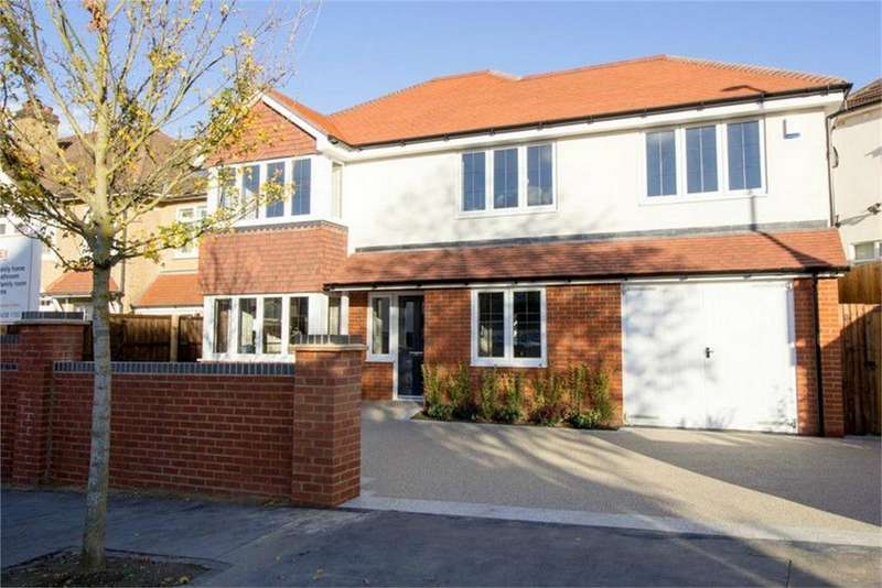 4 Bedrooms Detached House for sale in Bennetts Avenue, Shirley, Croydon
