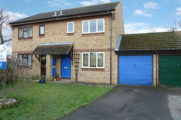 3 Bedrooms Semi Detached House for sale in Blackwater Close, Spencers Wood