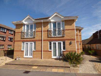 2 Bedrooms Flat for sale in Hayling Island, Hampshire