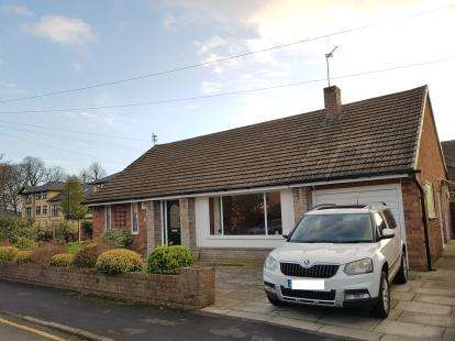 2 Bedrooms Bungalow for sale in Raglan Drive, Timperley, Altrincham, Greater Manchester