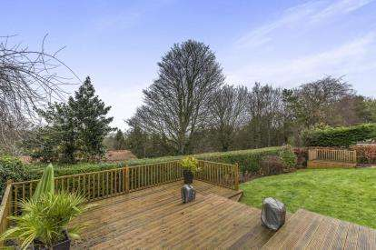 4 Bedrooms Bungalow for sale in Clockwood Gardens, Yarm, Stockton On Tees
