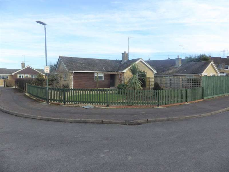 3 Bedrooms Bungalow for sale in Kingshill Cirencester