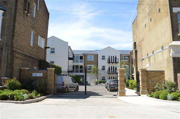 2 Bedrooms Apartment Flat for sale in Havilland Mews, London