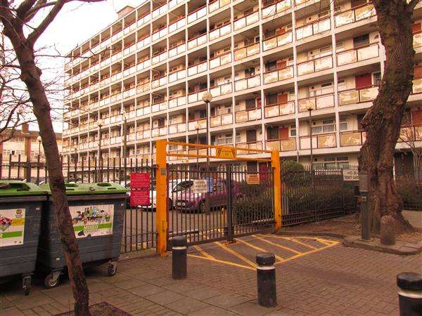 2 Bedrooms Flat for sale in Trinity Gardens, Canning Town, London