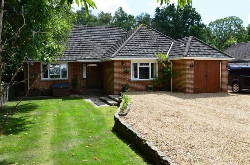 3 Bedrooms Chalet House for sale in Chestnut Grove, Wimborne, Dorset