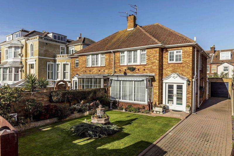 3 Bedrooms Semi Detached House for sale in Granada Road, Southsea