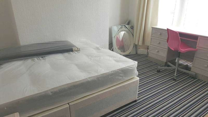 3 Bedrooms House Share for rent in Leopold Road, Kensington