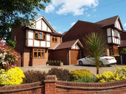 4 Bedrooms Detached House for sale in Steeple View, Essex
