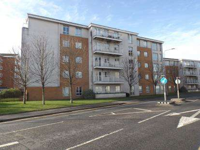 2 Bedrooms Flat for sale in Reresby Court, Dumballs Road, Cardiff Bay, Cardiff