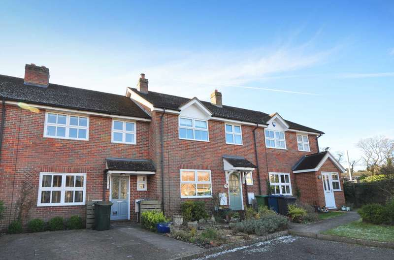 3 Bedrooms Terraced House for rent in Springfields, Amersham HP6