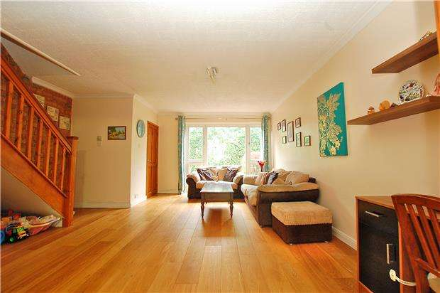 3 Bedrooms Terraced House for sale in Deepfield Way, COULSDON, Surrey, CR5 2SZ