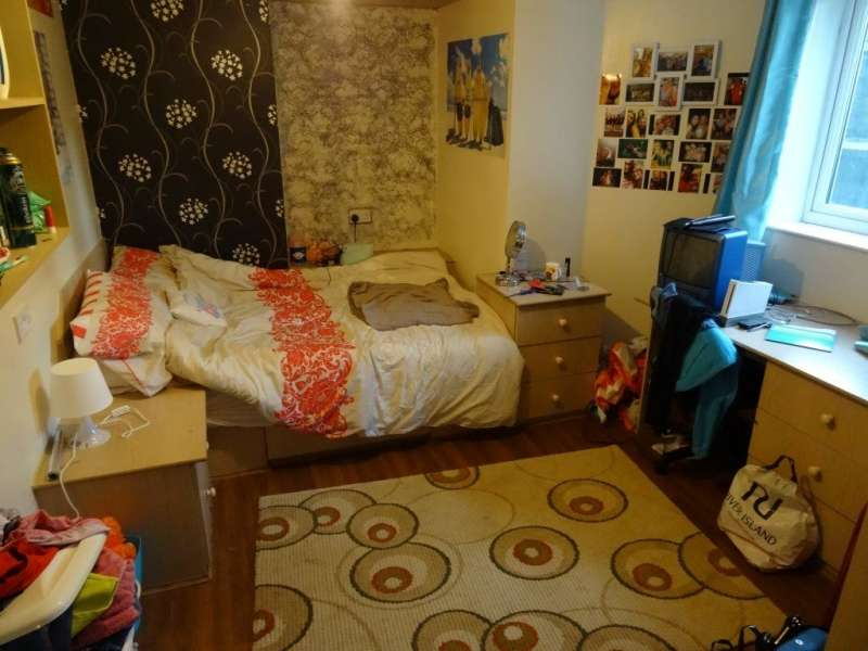 9 Bedrooms Terraced House for rent in Holly Bank, Headingley, Leeds