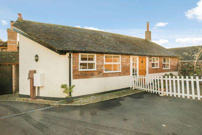 2 Bedrooms House for sale in Vicarage Lane, Hambledon, Hampshire