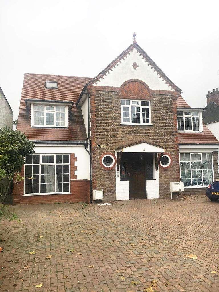 3 Bedrooms Flat for sale in Gunnersbury Avenue, Ealing, London W5