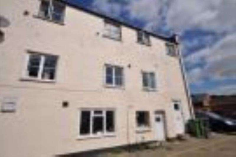 2 Bedrooms Apartment Flat for rent in Winchester Street, Whitchurch, RG28 7AH