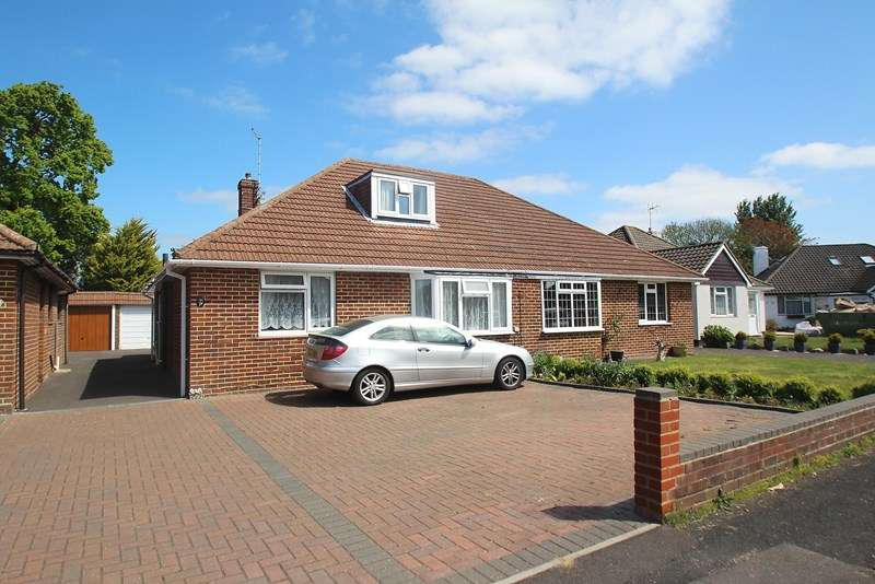3 Bedrooms Semi Detached Bungalow for sale in Place House Close, Fareham