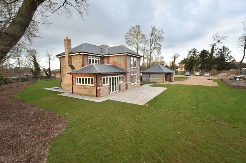 4 Bedrooms Detached House for sale in Gentle Rise, Lakenheath, Brandon