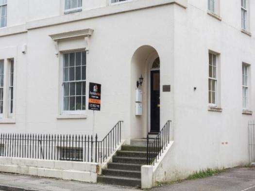 4 Bedrooms Property for sale in Rockstone Place, Southampton, SO15 2EQ