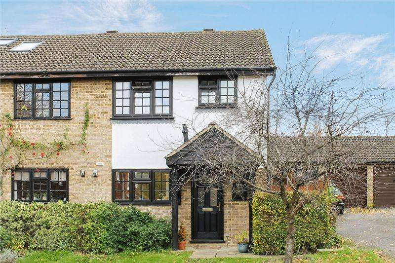 3 Bedrooms Semi Detached House for sale in Merrow Park