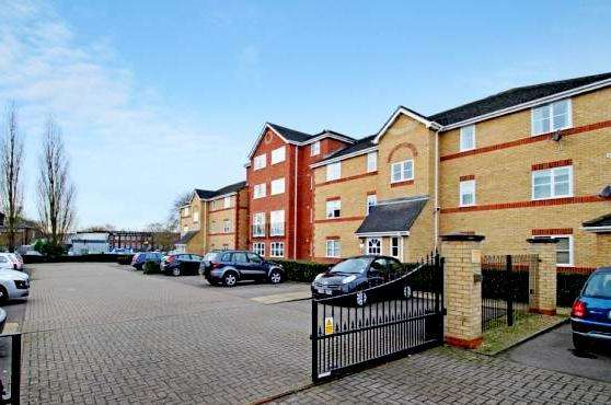 2 Bedrooms Flat for sale in Winery Lane, Kingston upon Thames KT1